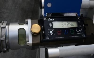 Como garantir precisão no volume de combustível descarregado no posto